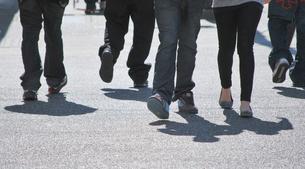 歩く人の写真素材 [FYI00144993]