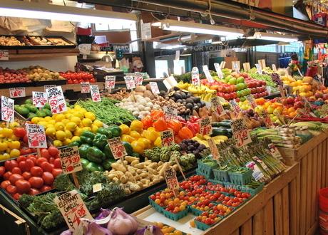 市場の野菜と果物の写真素材 [FYI00145011]