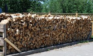 たくさんの薪の写真素材 [FYI00145054]