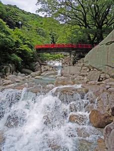 夏の温泉風景(湯の山温泉・大石公園)の写真素材 [FYI00145240]