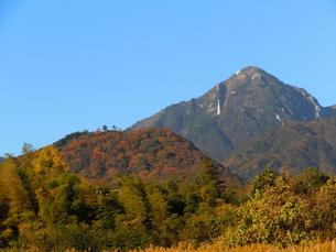 紅葉の菰野富士と御在所岳の素材 [FYI00145313]