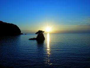 海に浮かぶ弁天島の素材 [FYI00145446]
