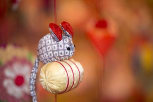 ひな祭り、つるし雛、俵とネズミの写真素材 [FYI00145506]