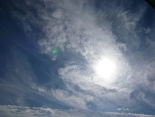 太陽と雲の素材 [FYI00145634]