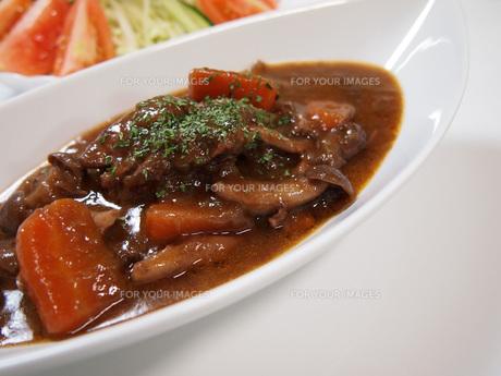 鶏肉の赤ワイン煮の写真素材 [FYI00146619]