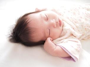 赤ちゃんの寝顔の写真素材 [FYI00146649]