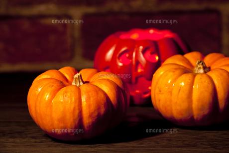 ハロウィンのかぼちゃとモンスターの写真素材 [FYI00146923]
