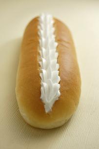 クリームをしぼったコッペパンの素材 [FYI00147118]
