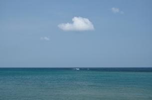 白い雲と白い波の写真素材 [FYI00147326]