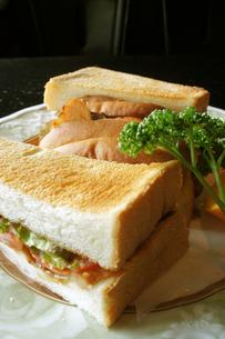 照り焼きと野菜のサンドウィッチ(サンドイッチ)の写真素材 [FYI00147499]
