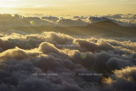 朝焼けの雲海の写真素材 [FYI00147503]