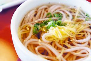 美味しい梅蕎麦の写真素材 [FYI00147524]