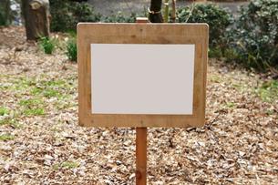 山道の立て看板・木製の写真素材 [FYI00147528]