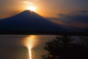 ダイヤモンド富士の写真素材 [FYI00148520]