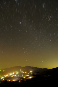 高原と夜空の写真素材 [FYI00148681]
