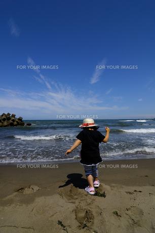 子供と海の写真素材 [FYI00148740]