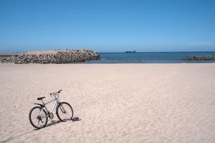 自転車と海の写真素材 [FYI00149354]