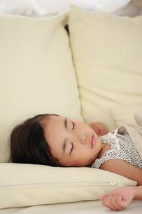 お昼寝する子供の素材 [FYI00149449]