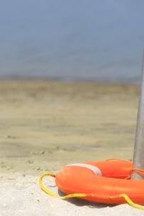 砂浜と浮き輪の写真素材 [FYI00149469]