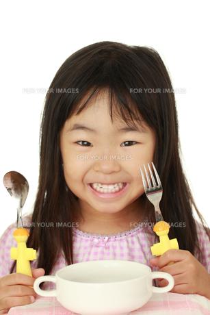 食事する子供の素材 [FYI00149472]