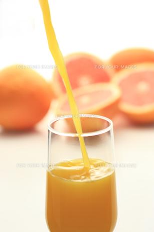 フルーツジュースを注ぐの素材 [FYI00149619]