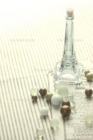 ガラス玉とガラス瓶の素材 [FYI00149669]