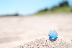 多良間島 白砂とビー玉の写真素材 [FYI00149773]