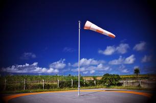 波照間島 空港前の吹き流しの写真素材 [FYI00149790]