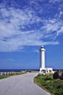 見た小島 東平安名崎の灯台の写真素材 [FYI00149864]