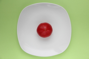 トマト on dishの写真素材 [FYI00150845]