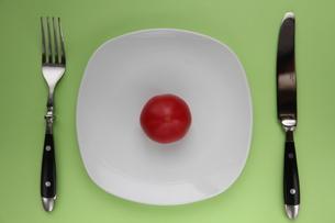 トマト on dishの写真素材 [FYI00150848]