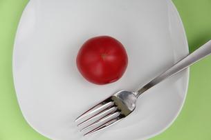 トマト on dishの写真素材 [FYI00150855]