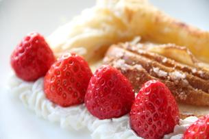 イチゴのパイの写真素材 [FYI00151092]