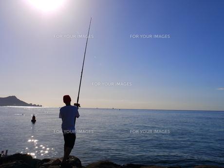 海と太陽と釣り人の写真素材 [FYI00152367]