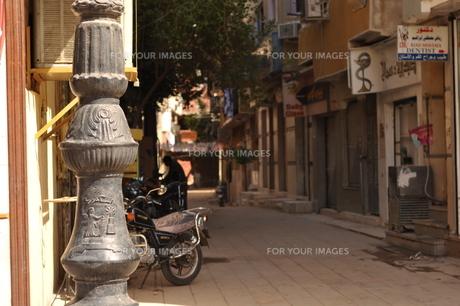 市場から続く路地の写真素材 [FYI00152389]