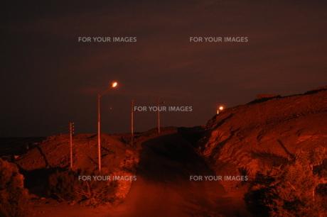 見知らぬ先へ続く丘の写真素材 [FYI00152428]