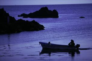 日本海と船の写真素材 [FYI00152816]