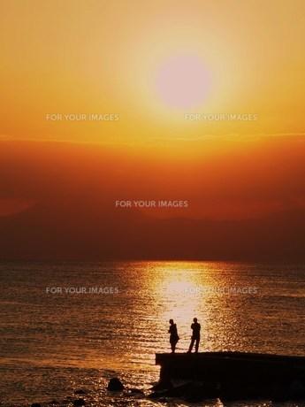 夕日と海の素材 [FYI00152883]