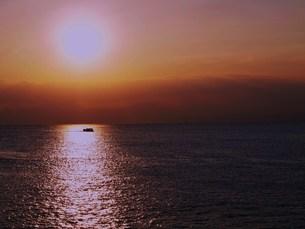 夕日の海の素材 [FYI00152933]