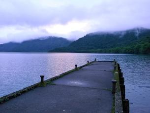 十和田湖の突堤の写真素材 [FYI00153265]