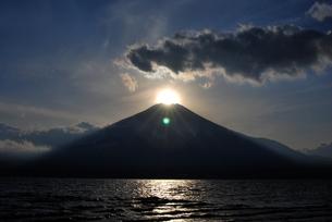 ダイヤモンド富士の写真素材 [FYI00153280]