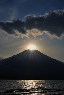 ダイヤモンド富士の写真素材 [FYI00153284]