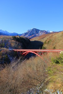 赤い橋の写真素材 [FYI00153291]