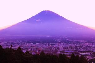 夕暮れ富士の写真素材 [FYI00153307]