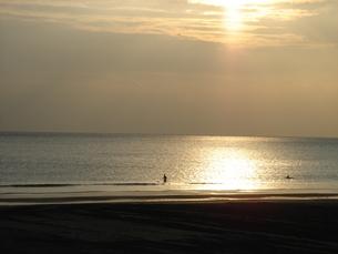 夕日と海の素材 [FYI00153453]