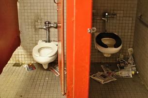 ニューヨーク地下鉄のトイレの写真素材 [FYI00153530]