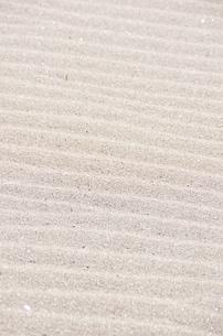 波模様の縞々砂浜の写真素材 [FYI00153549]