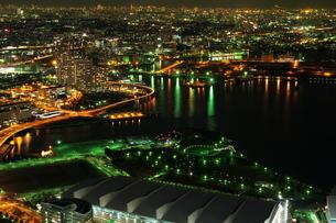 展望台から見た華やかに輝く夜景の写真素材 [FYI00153651]