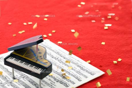 ピアノコンサート・レッドカーペットの写真素材 [FYI00154030]