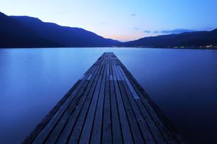 美しい木崎湖の写真素材 [FYI00154075]